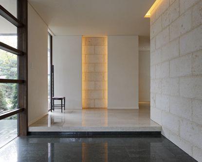 新築の狭い玄関を同じ面積でも広く見せる3つのコツ!