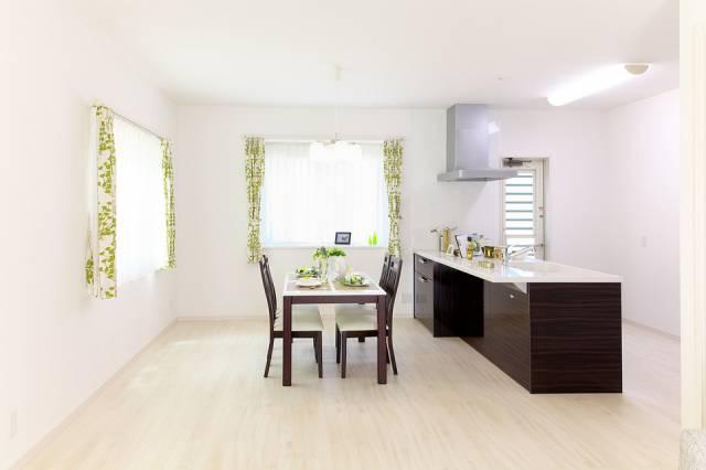 s_housing-900240_960_720