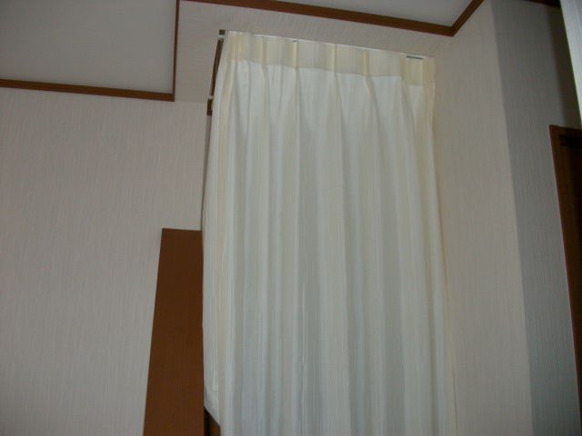 リビング階段に付けた断熱カーテンの効果がヤバい!